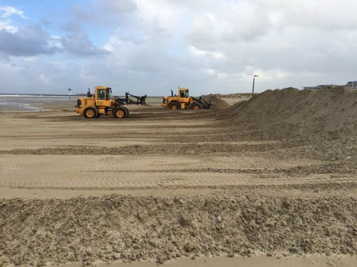 Stormmaatregelen op strand IJmuiden
