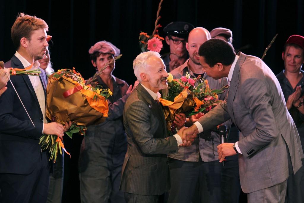 In beeld: burgemeester 'opent' musical