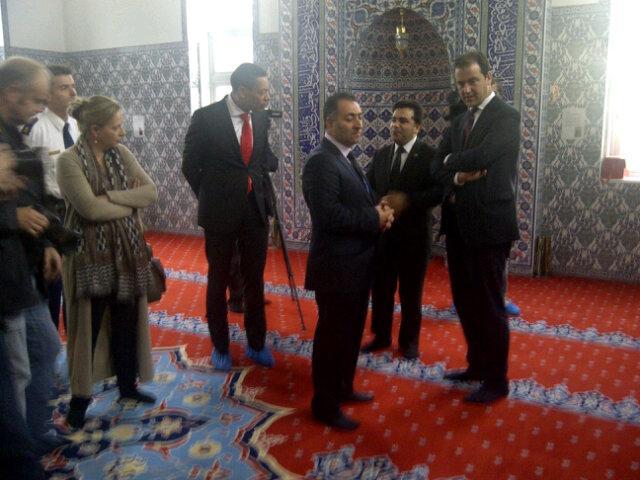 Minister bezoekt moskee na 'incidenten'