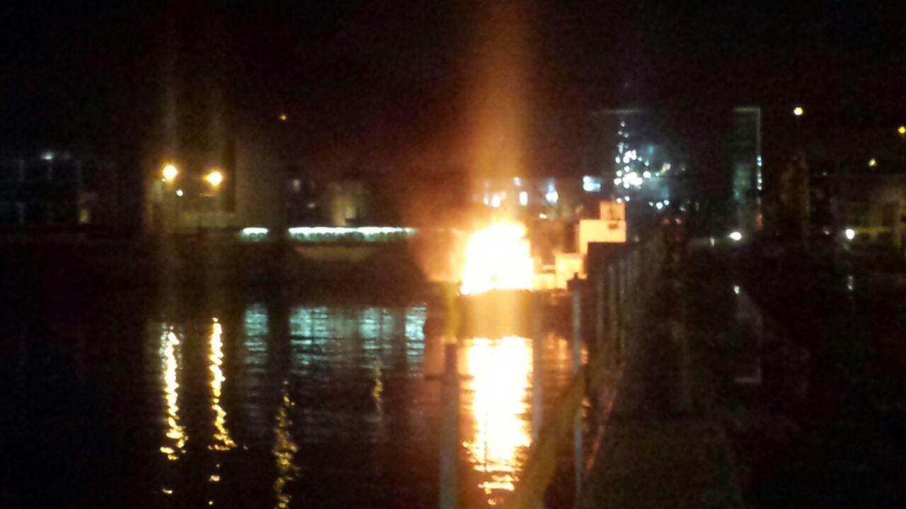 Brand op binnenvaartschip IJmuiden