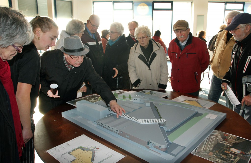 Presentatie maquette winkelcentrum Zeewijkplein