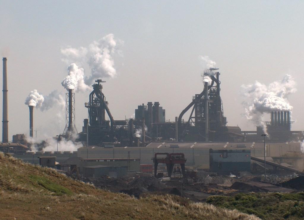 Brand Tata Steel door vloeibaar staal