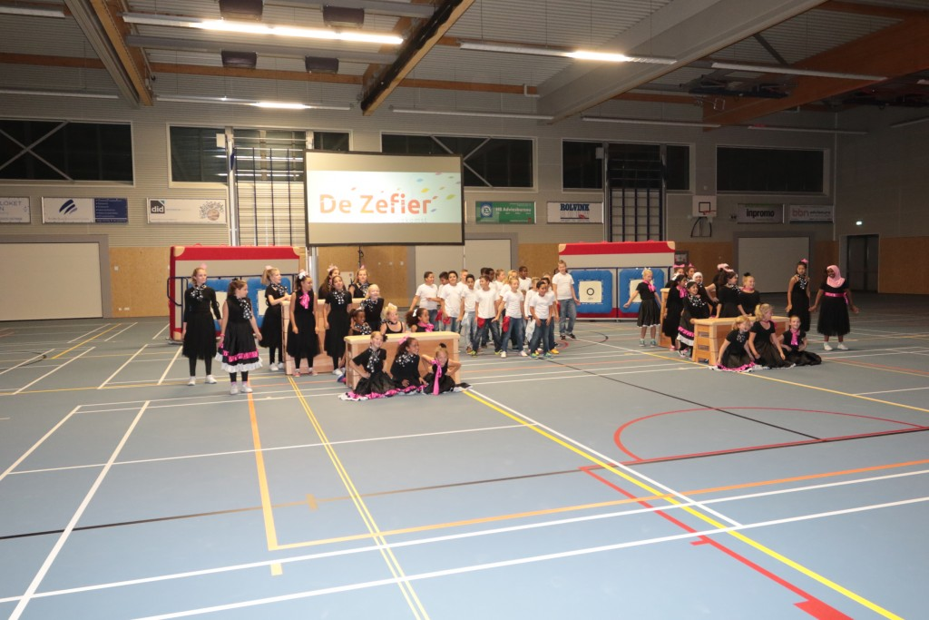 In beeld: opening 'De Ring' in Zeewijk