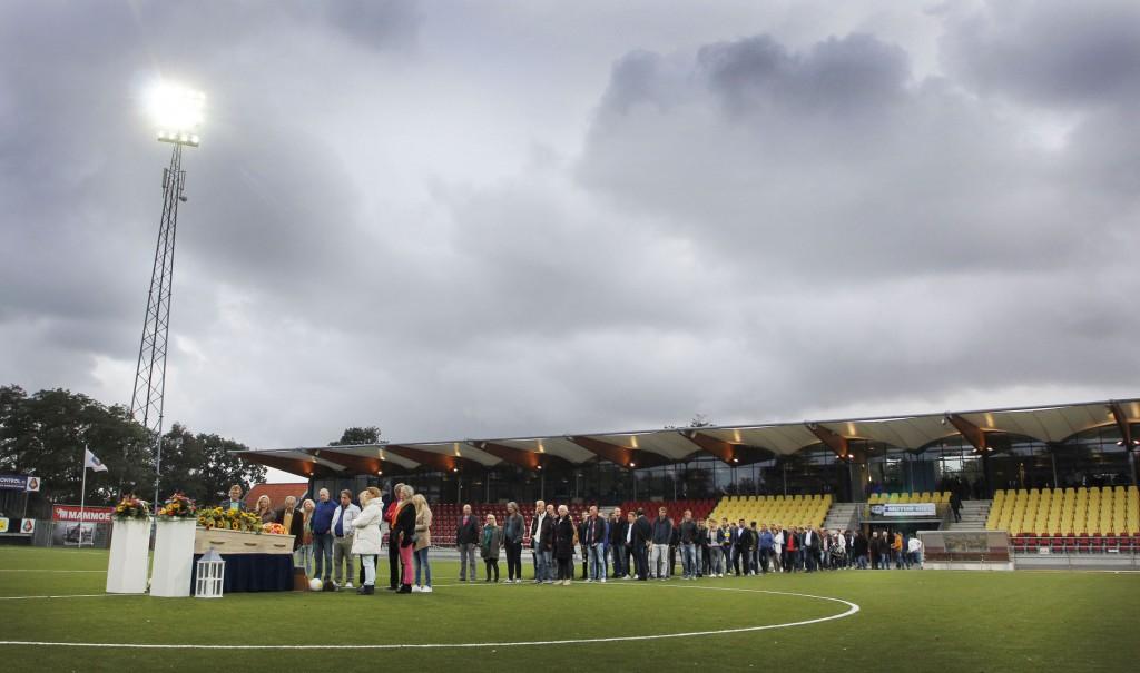 Afscheid Han de Haan op middenstip Telstar Stadion