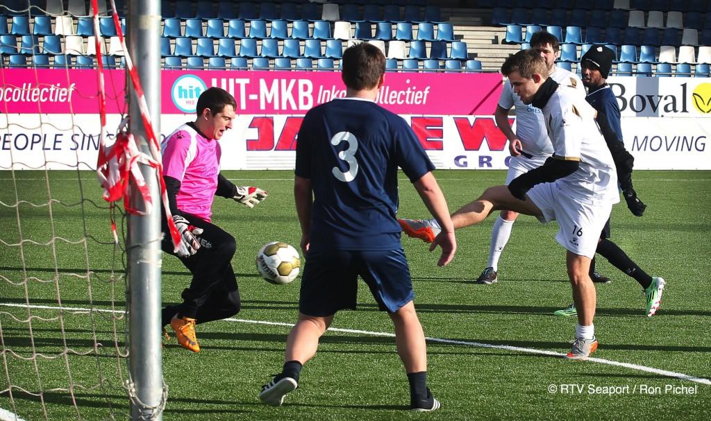 Schakers voetballen bij Telstar