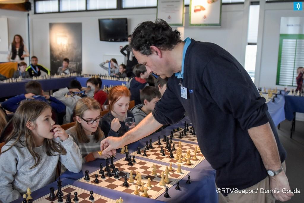 Simultaan schaken voor basisscholen (6)