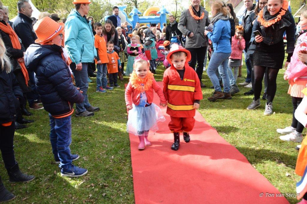 27-04-2017 Koningsdag santpoort (Ton) (14)