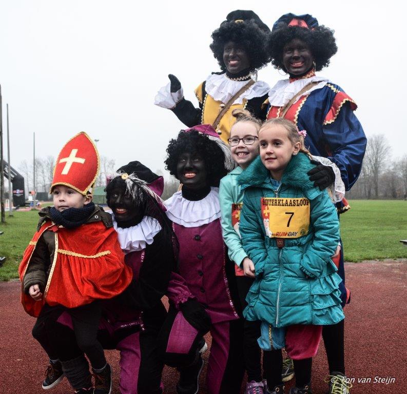 Sinterklaasloop bij AV Suomi