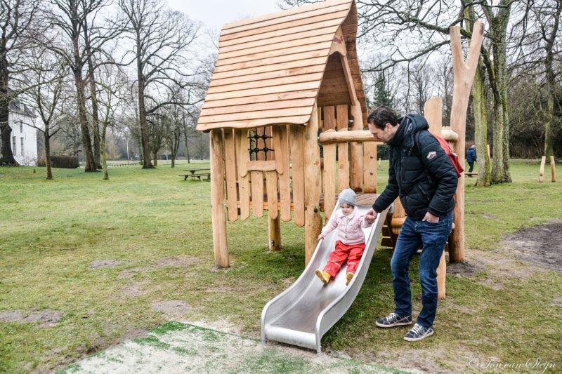 Nieuwe speeltoestellen voor park Velserbeek