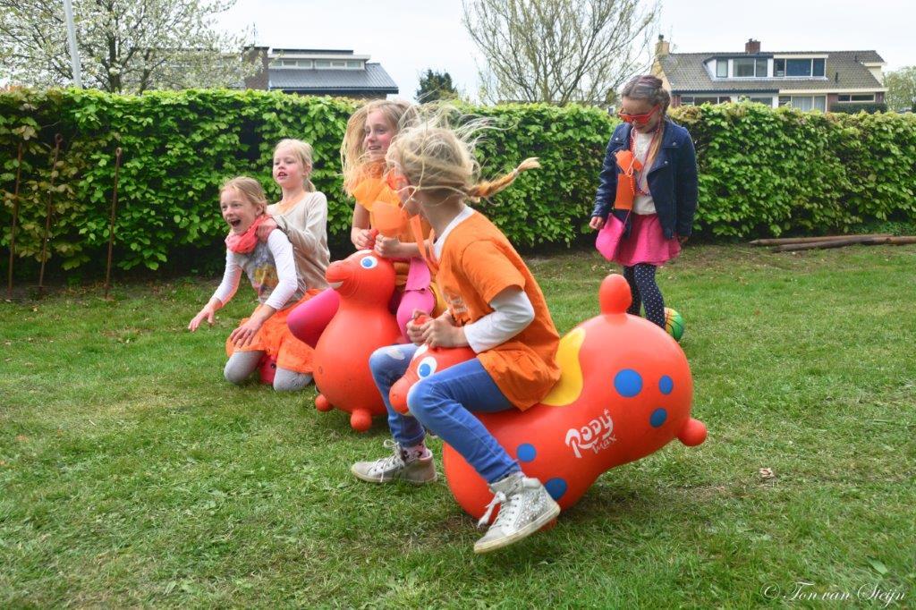 Foto's en video's Koningsdag in Velsen