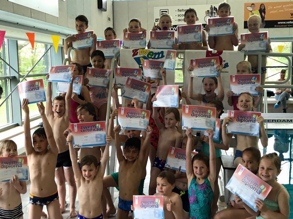 Met succes afzwemmen in zwembad De Heerenduinen.