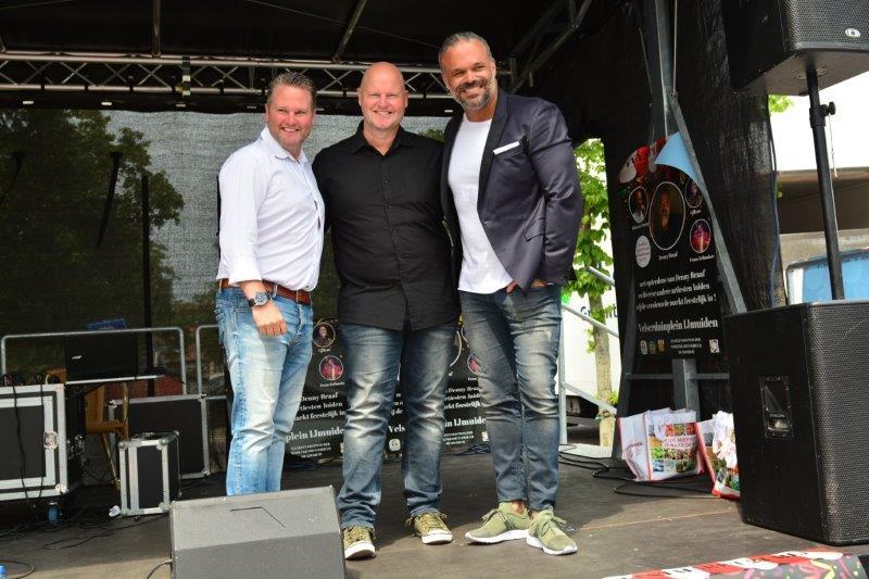 Weekmarkt met muziek in IJmuiden