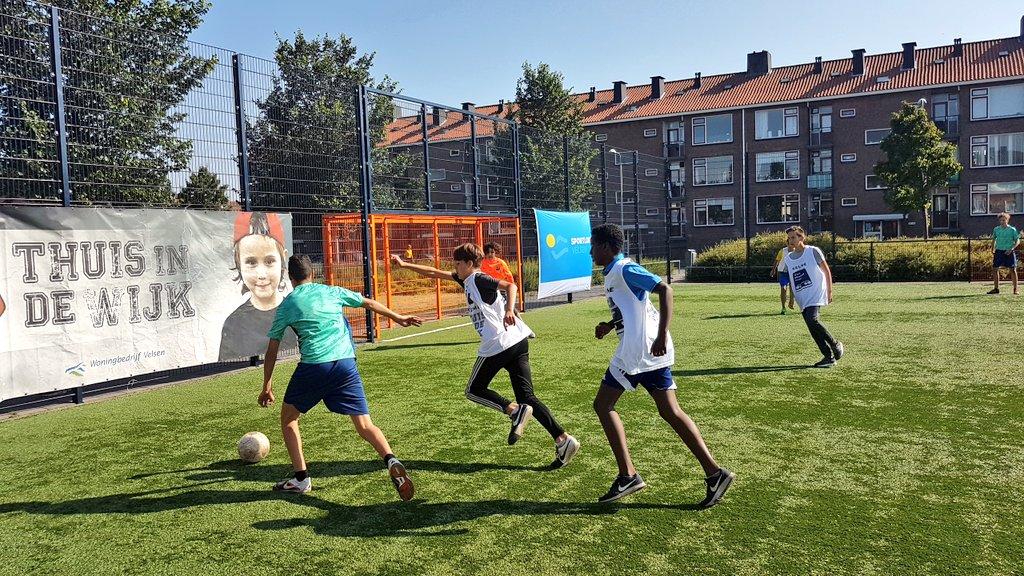 Opgeknapt Cruyff Court feestelijk heropend