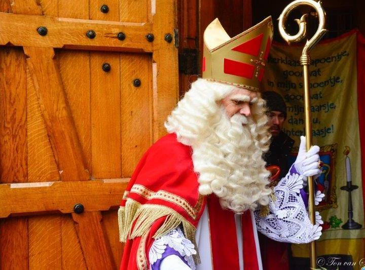 Sinterklaas telefonisch te gast in live radioprogramma Home Alone
