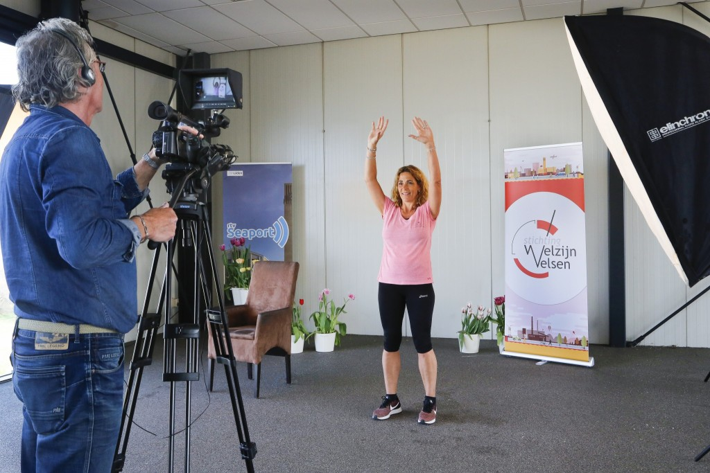 Gym voor senioren op de lokale televisie