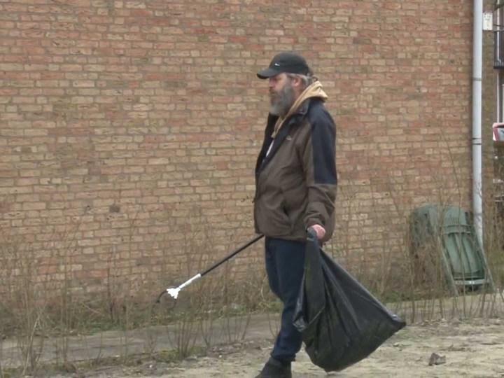 VIDEO – Zwandelen populair in Velsen, zwerfafval ruimen tijdens wandelen