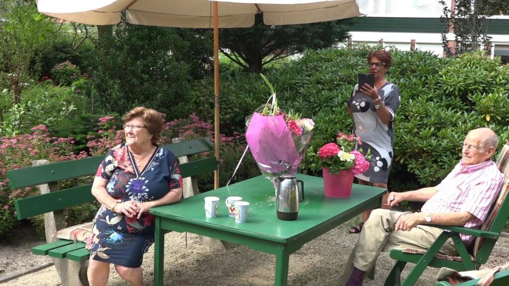 Telstar fan 'Tante' Dicky en Jaap Sintenie 60 jaar getrouwd