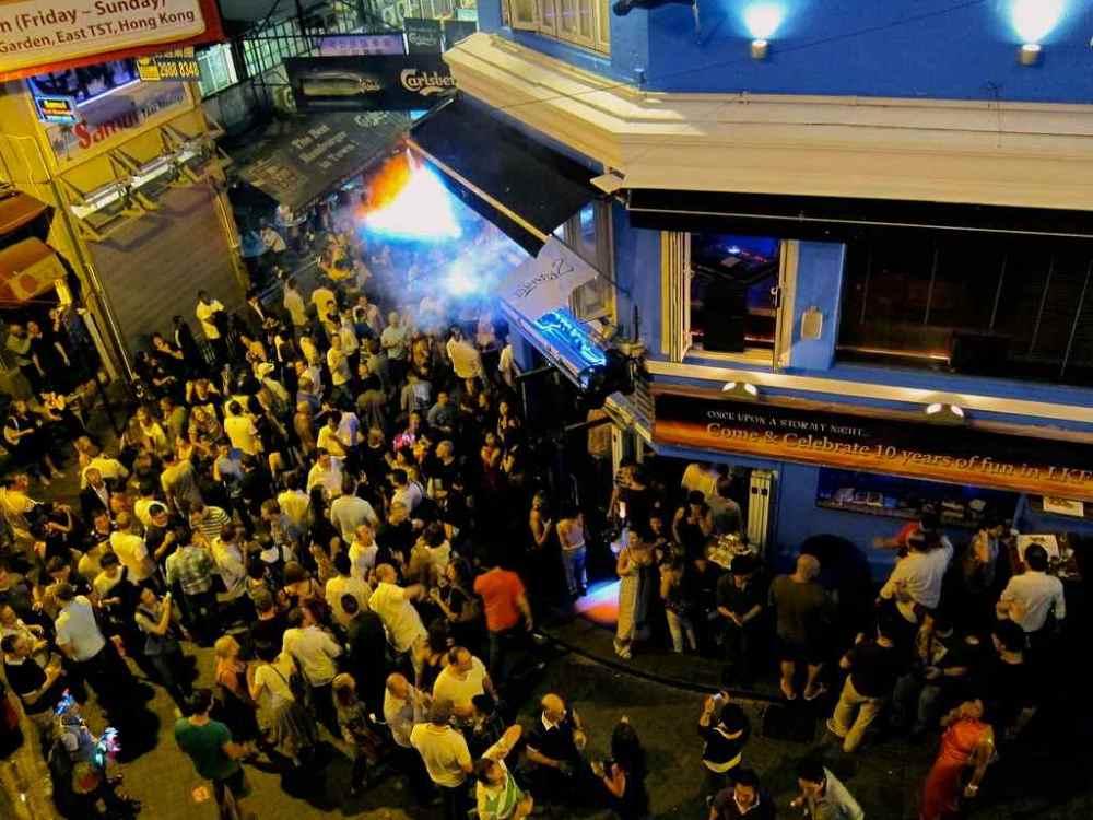 Hong Kong Must-Dos: Lang Kwai Fong  | www.rtwgirl.com