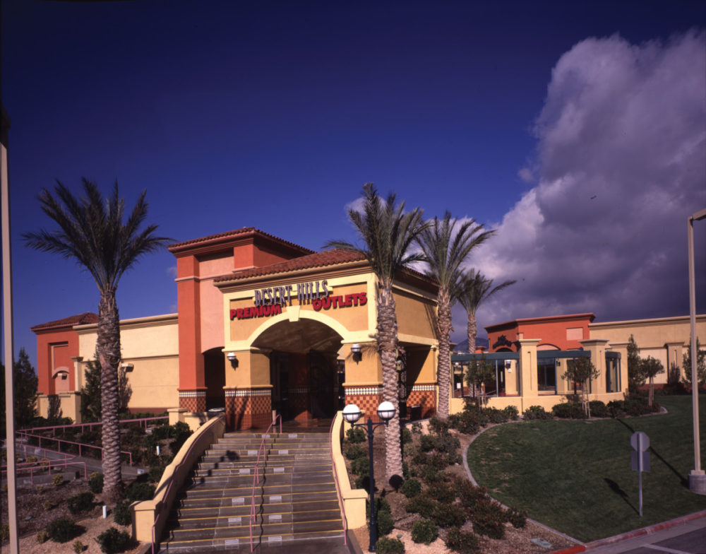 Palm Springs Weekend Guide: Desert Hills Premium Outlet