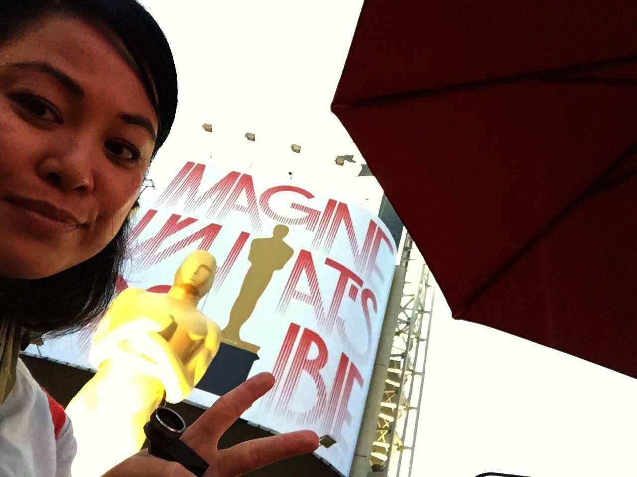 RTWgirl Arnette Oscars 2015 Selfie