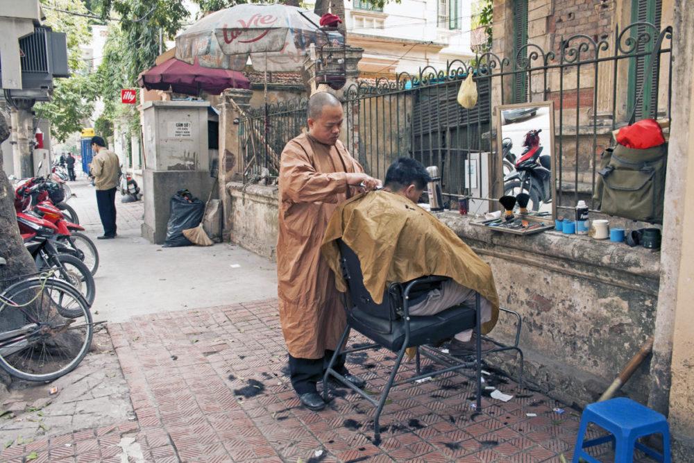 Street barber - Hanoi Photo Diary
