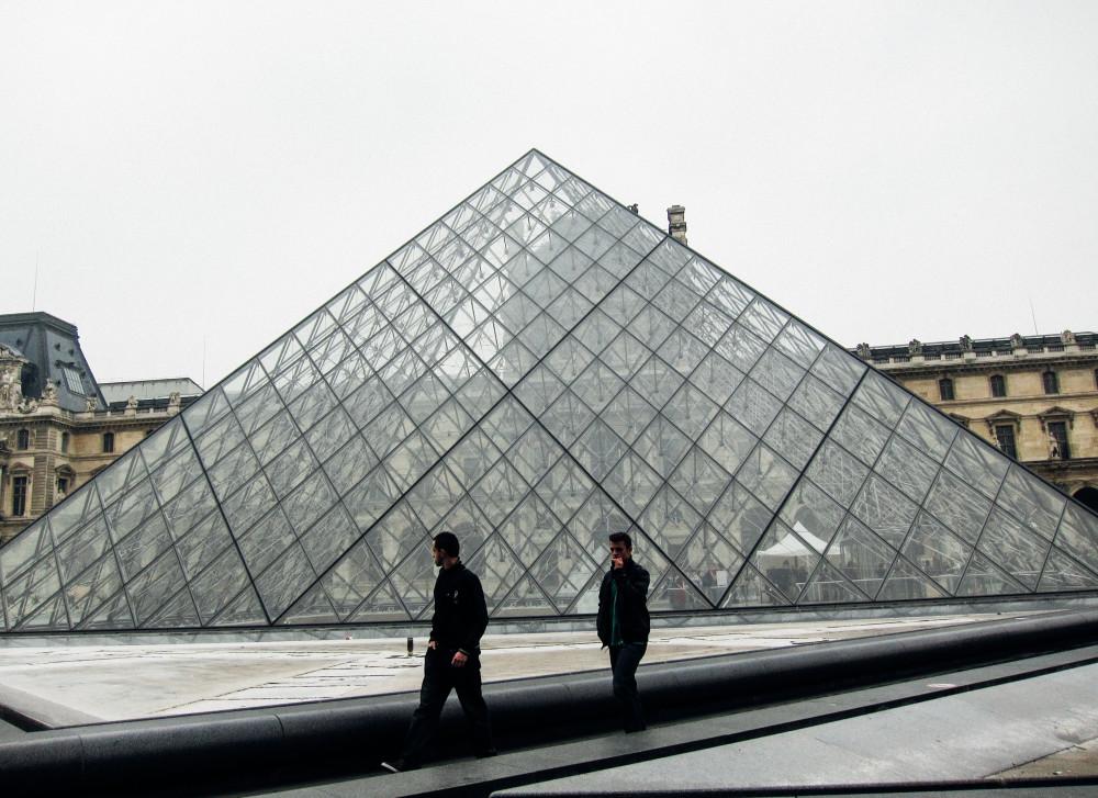 Louvre - Paris tips | www.rtwgirl.com