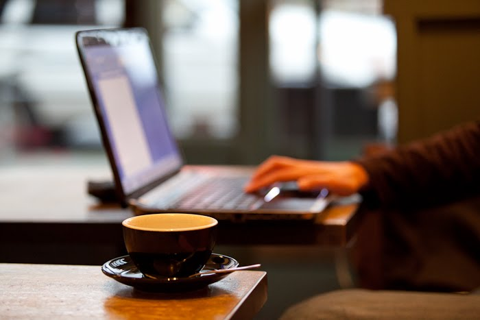 Tempat Kerja Freelancer - Ngantor di caffe