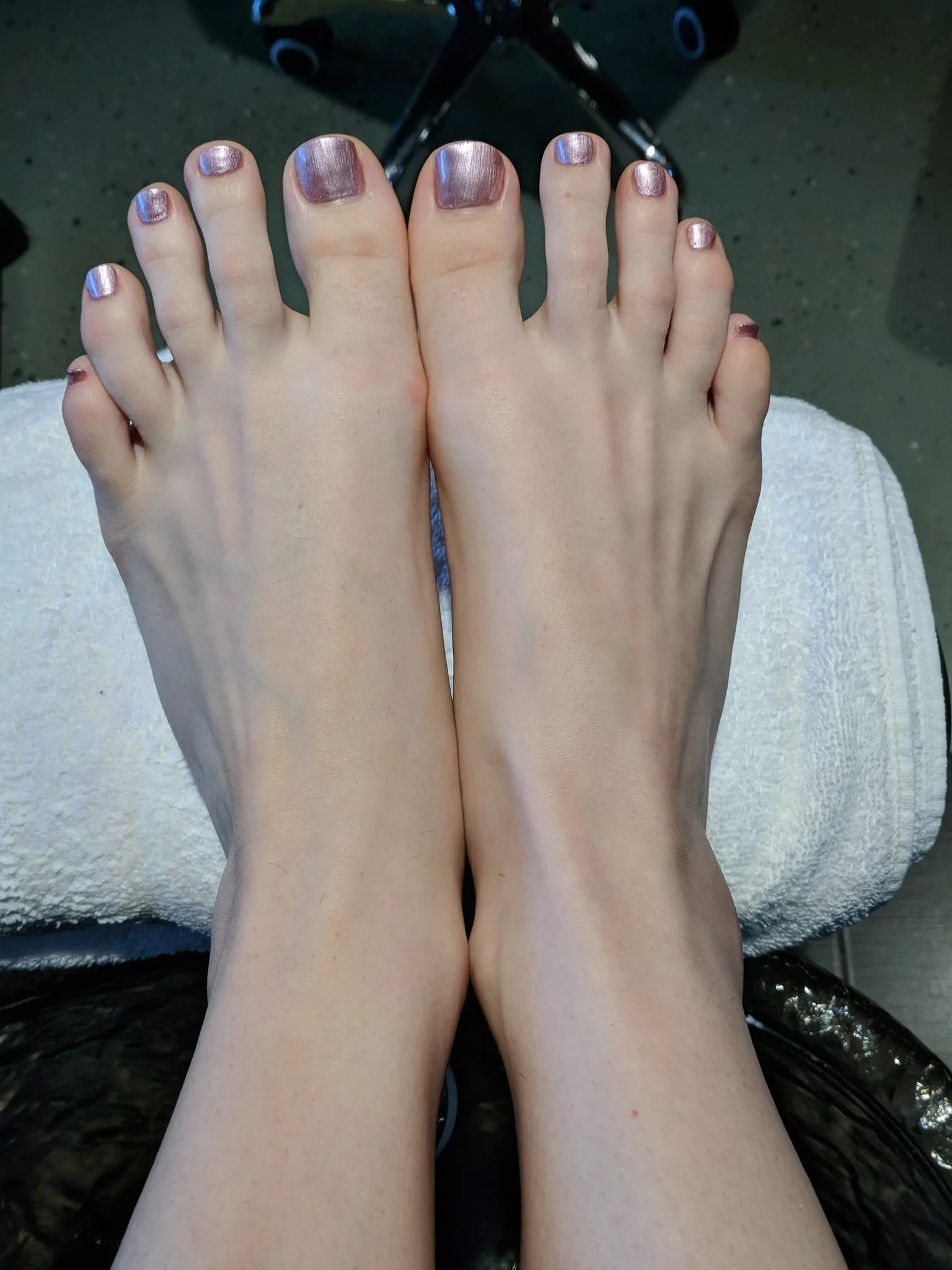 Seattle foot fetish mistress enraylls and her shiny pink toe nails