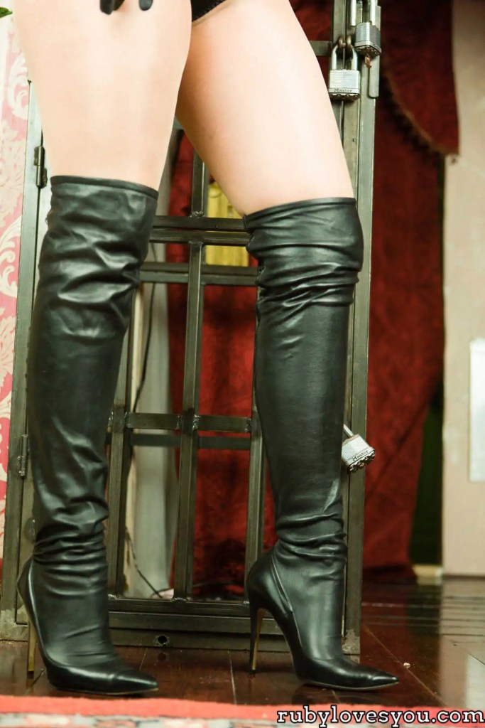 Seattle boot worship mistress ruby enraylls