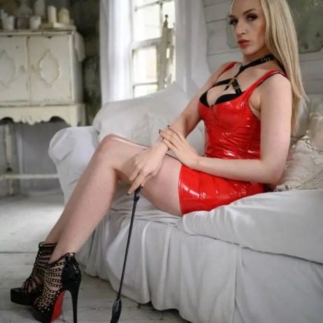 Seattle dominatrix Ruby Enraylls is your femdom queen and shiny latex Bdsm dream