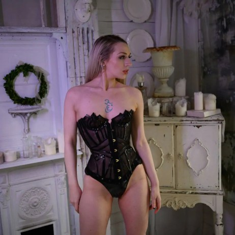 Seattle dominatrix Ruby enraylls is your femdom goddess and seattle bdsm queen, submit to your perfect femdom mistress in her black pvc corset