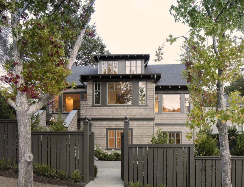 Both traditional and sleek, this shingled home is a timeless classic.
