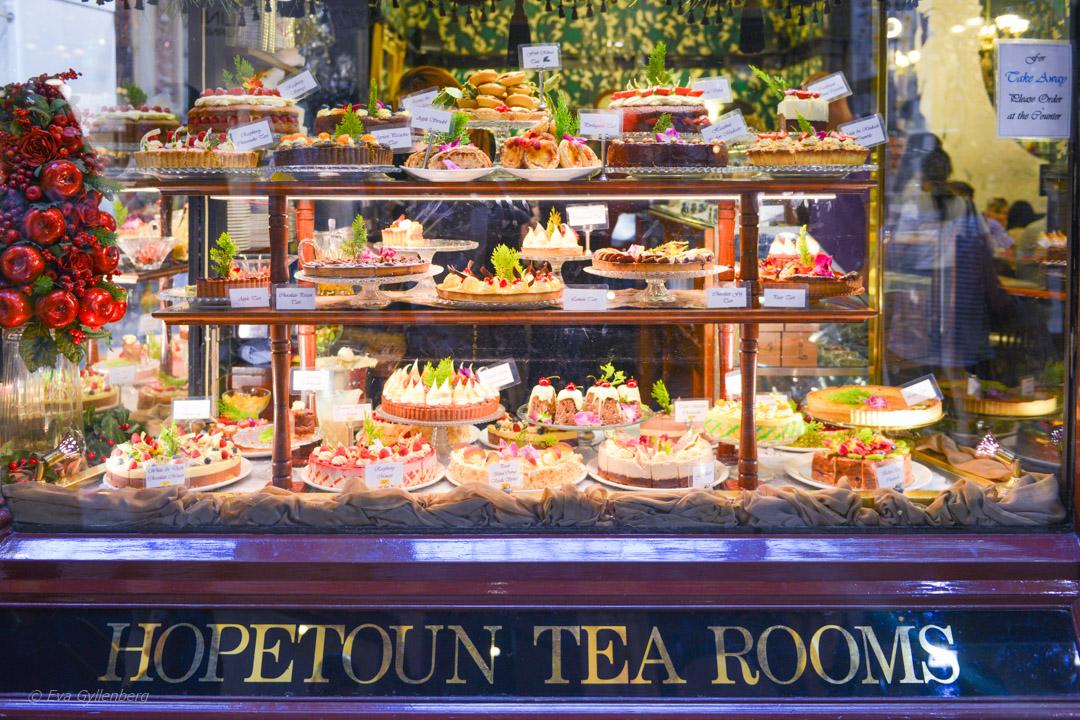 Gamla brittiska vanor - afternoon tea med många goda kakor