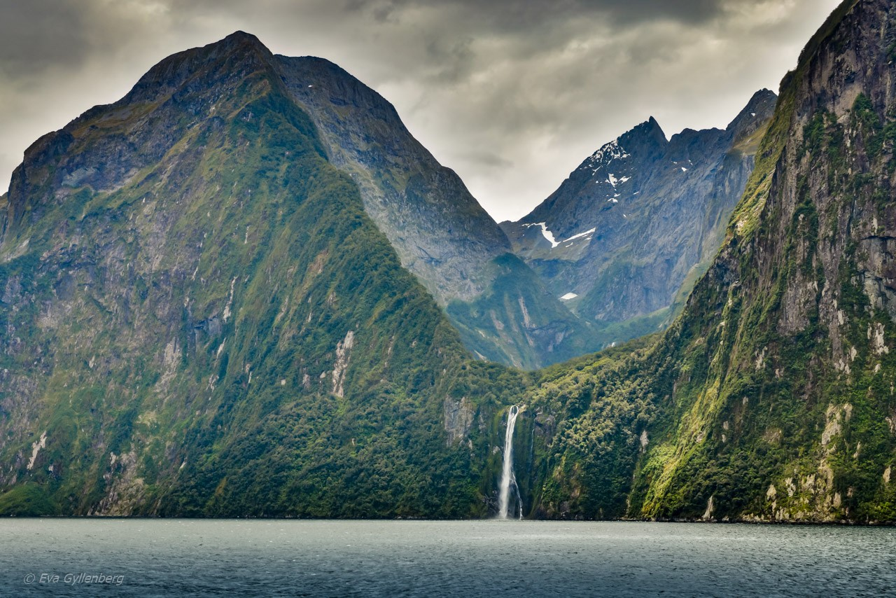 Vattenfall i fjorden Milford Sound