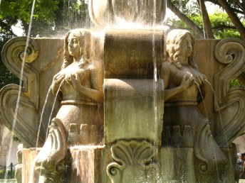 Sirenas actuales en la fuente de la Plaza Mayor. © Rudy Girón