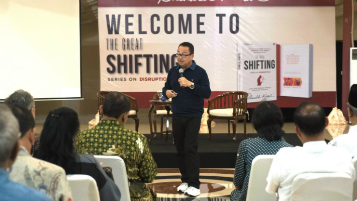 Prof. Rhenald Kasali tengah menceritakan seluk-beluk The Great Shifting