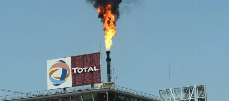 La fumée noire à la raffinerie Total : pas toxique. D'autres le sont