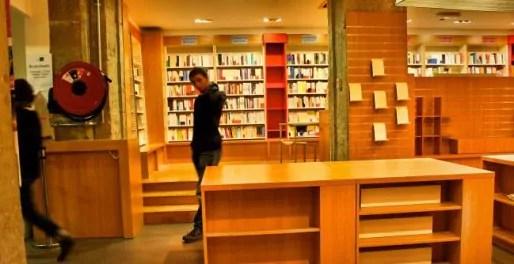 Les rayons sont presque vides et les libraires fatigués. Crédits Camille Romano/Rue89Lyon