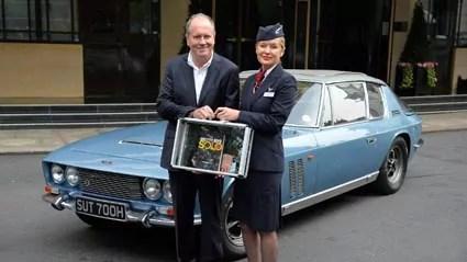 William Boyd présente Solo à l'hôtel Dorchester de Londres, avec la Jensen FF du livre.