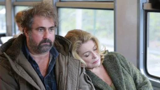 Gustave Kervern et Catherine Deneuve, dans le film de Pierre Salavadori Dans la cour.