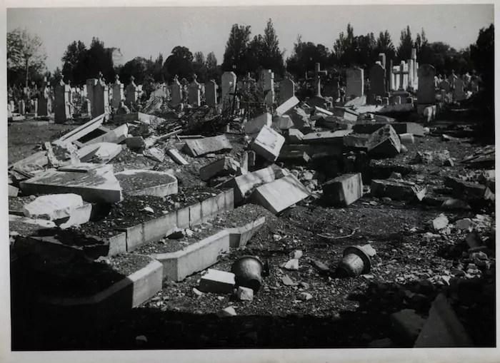 Bombardement-Lyon-Cimetiere-guillotiere-1