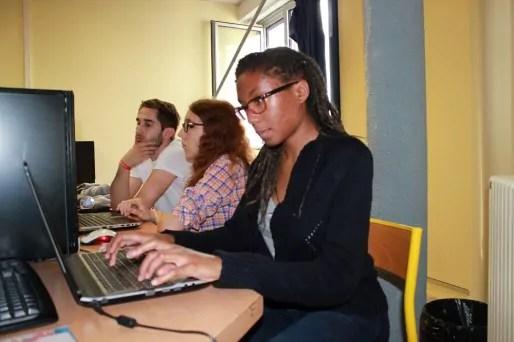 Des étudiants pendant l'install-party de CoLibre. ET/Rue89Lyon.