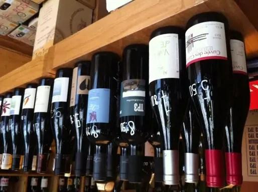 Des bouteilles au Vercoquin, cave à vins... naturels, dans le 7e à Lyon.