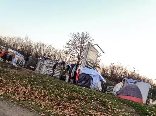 Le campement de l'avenue Esmonin, à Grenoble, regroupe près de 260 personnes. Crédit : VG/Rue89Lyon