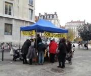 """Une fois par mois, un """"goûter solidaire"""" devant l'école pour récupérer des fonds. ©DR"""