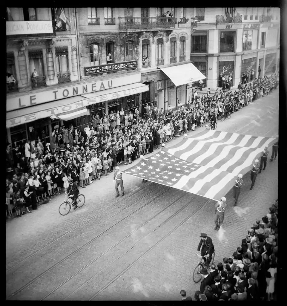 Liberation-Lyon-drapeau-americain