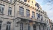 Les drapeaux de la mairie du 7e arrondissement de Lyon en berne le 8 janvier, un jour après l'attaque contre Charlie Hebdo. ©LB/Rue89Lyon