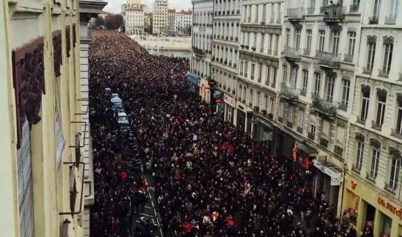 Le nombre de hijabs dans les manifs «Je suis Charlie» à Paris ou à Lyon