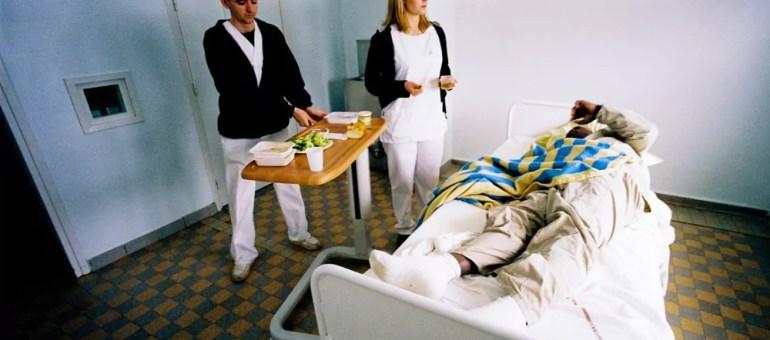 Au Vinatier, l'hôpital psychiatrique gère la crise