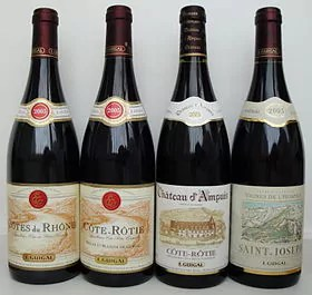 Des bouteilles de chez Guigal. Source : Wikipedia.